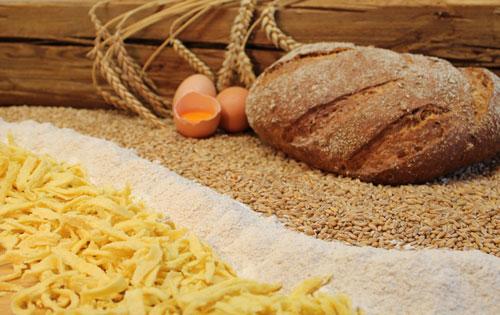 In unserem Mühlenladen bieten wir fernab von Massenware  und Discount regionale Produkte für die gesunde Küche, ländliches Leben, Haus und Hof.